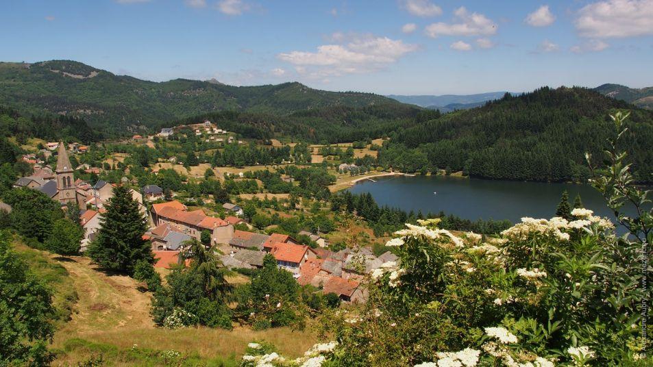 Village et lac de Saint-Martial