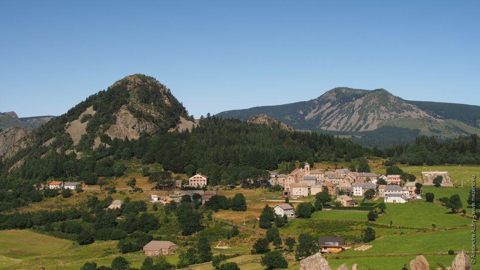 Village de Borée et Mont Mézenc