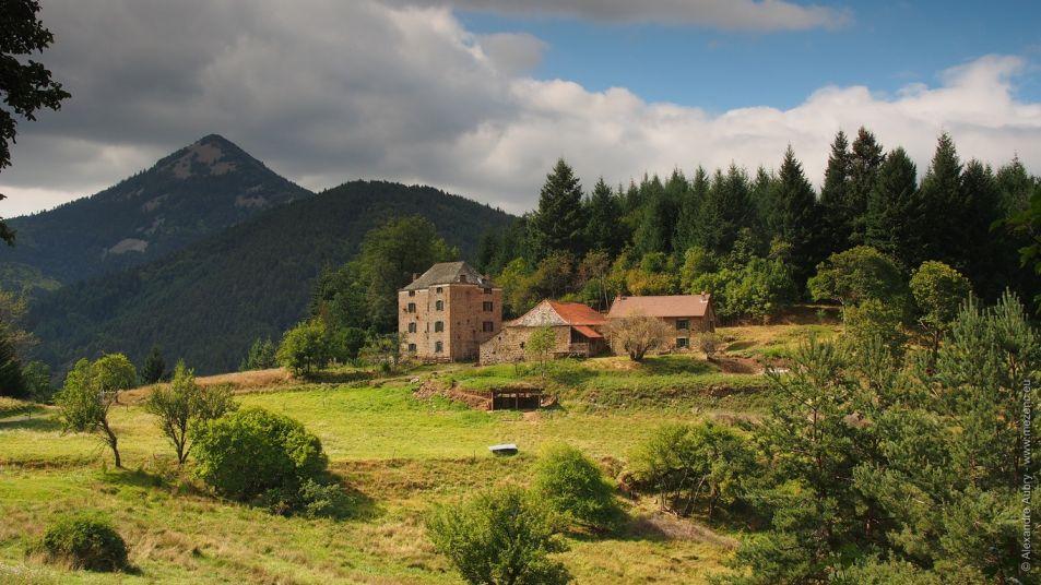 Hameau dans la vallée du Pradal